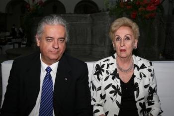 Carlos Trillas y Esther de Trillas.   -  - Puebla