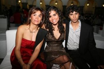 Blanca Alcala, Karina y Rodrigo Romero Alcala.   -  - Puebla