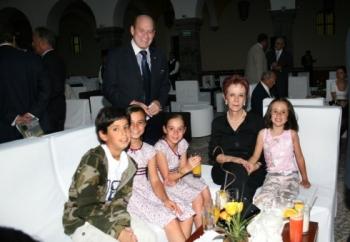 Julio Medina Morales e Ida C. de García Limón, con José, Ana, Regina e Ida.   -  - Puebla