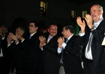 Enrique Agüera, rector de la BUAP y Enrique Doger Guerrero, presidente municipal de Puebla, con Arma...