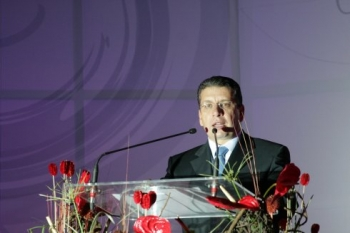 Enrique Doger, ofreciendo un discurso de felicitación.    -  - Puebla
