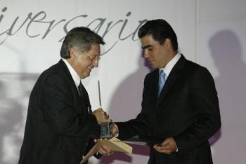Armando Prida Noriega enterga el Alux a Fernando Trillas SAlazar hijo de Francisco Trillas Mercader....